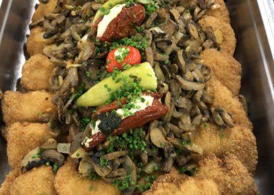 Schnitzel mit Pilzen u. Zwiebeln